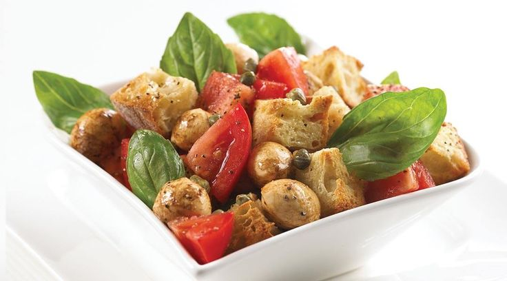 C'est la salade italienne estivale par excellence et elle accompagne magnifiquement les fruits de mer grillés. #Unehistoiredamouraveclefromage #Salade