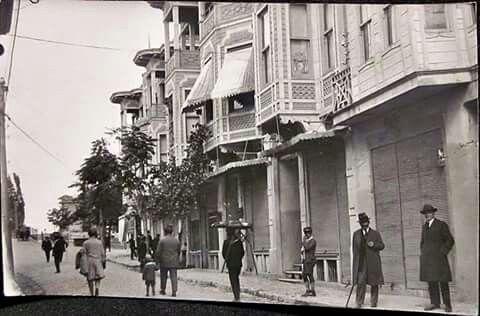 1930 Bakırköy istasyon caddesi.