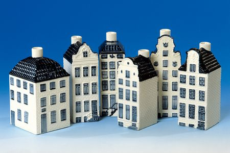 KLM's tiny ceramic replicas of Dutch houses