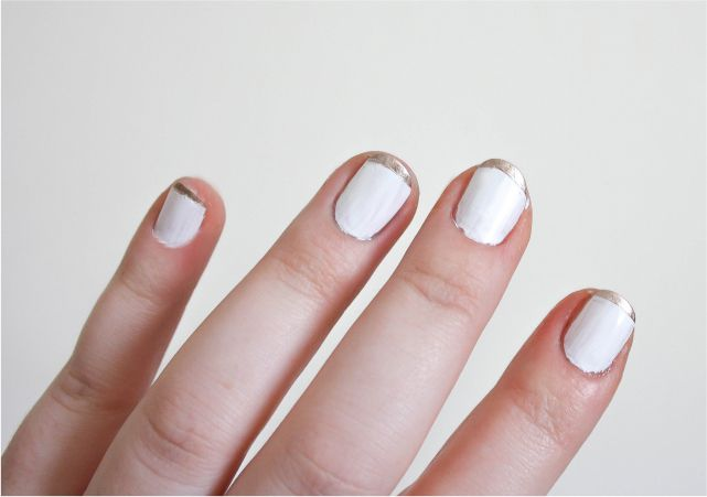 Easy Gold French Tip Manicure #nails #nailpolish #mani #beauty #beautyblog #beautyblogger #mani #nailart #nailpolish
