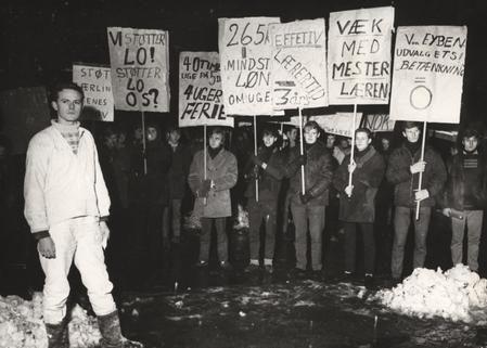 billede 2 : Murerlærlingenes formand Walther Bay forrest til venstre