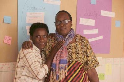 Mujeres de Burundi, sal y savia del país. Las lideresas Aline Niyonzima y Dorotheé Buhungare comparten experiencias de mujeres en áreas rurales. Nekane Lauzirika | Deia, 2017-04-09 http://www.deia.com/2017/04/09/sociedad/euskadi/mujeres-de-burundi-sal-y-savia-del-pais