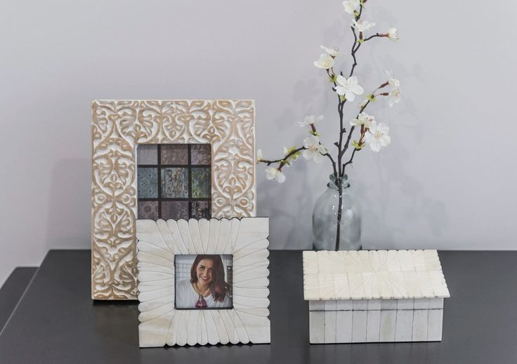Share precious memories with these #elegant #photo #frames and #chemistry #bottle #vase