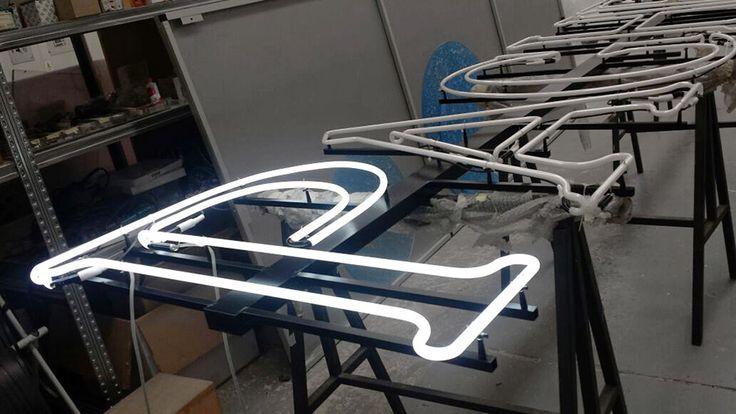 Work in progress INSEGNA IN NEON sagomato bianco realizzata in sostituzione ad una insegna al neon già esistente.  Cliente : PAGHERA Architetto del paesaggio | Via Molini 7 - Lonato (BS) #Neon #Progettazione #Comunicazione #Pubblicità #Illuminazione #Architettura #Giardino #Brescia #Paghera