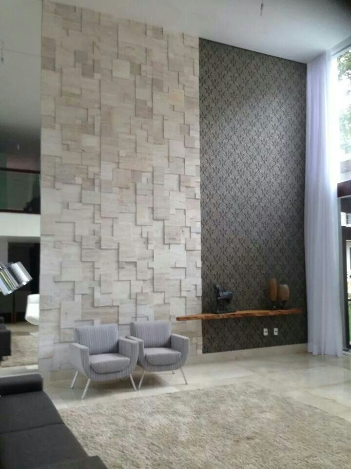 Sala pé direito alto textura parede madeira rústico