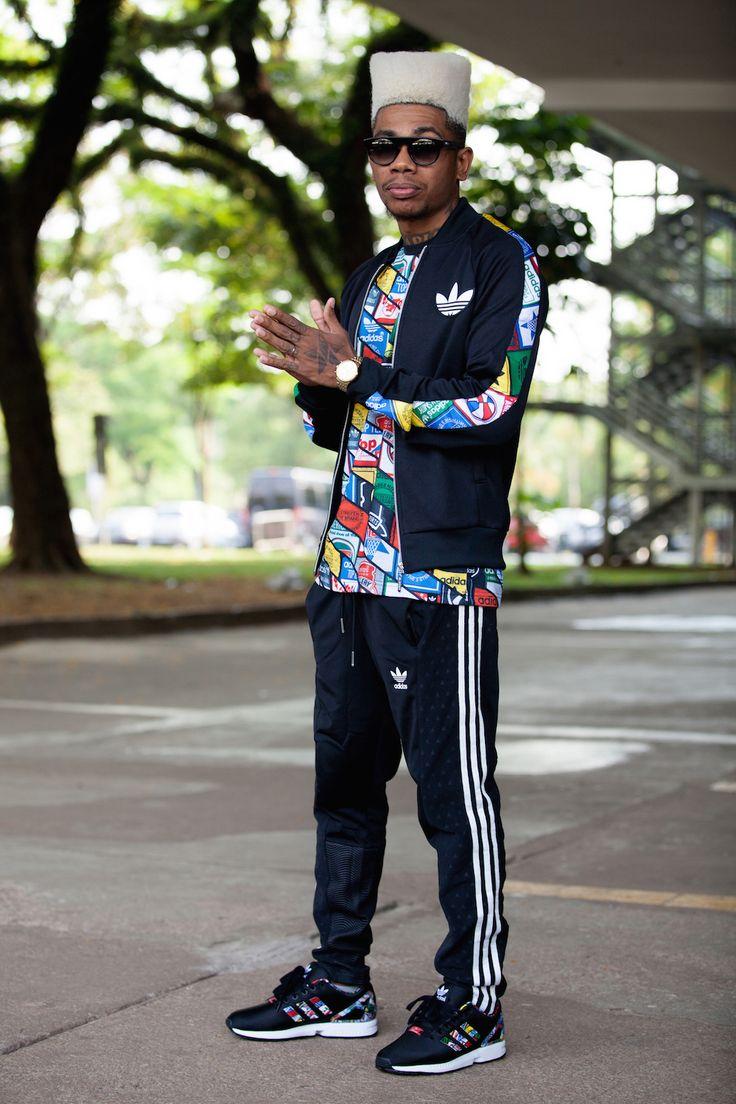 Clássico do streetwear, marca ícone do movimento hip hop lá nas origens de seu estilo, a Adidas apareceu em muitos looks dos fashionistas ao longo da semana, durante o SPFW. Dos tênis e agasalhos tradicionais às camisetas e estampas especiais, veja na galeria de fotos como os convidados dos desfiles compuseram seus looks com pegada total streetwear, em alta na temporada. +Street style: o quinto dia de SPFW Inverno 2016
