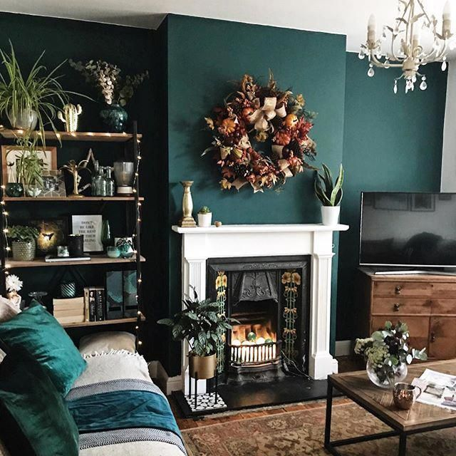 Green Accent Wall And Fireplace In The Living Room With Vintage Fireplace And Tv Unit Accentwalls Dark Green Living Room Dark Living Rooms Living Room Green