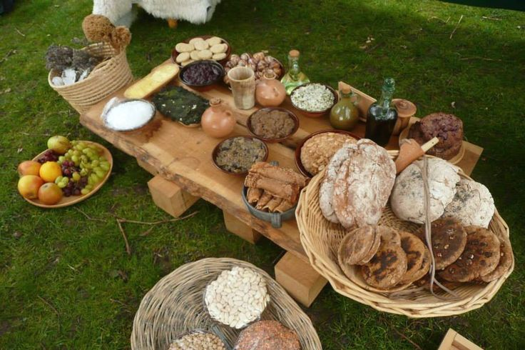 Roman food display from a re enactor event at castle park for Ancient roman cuisine