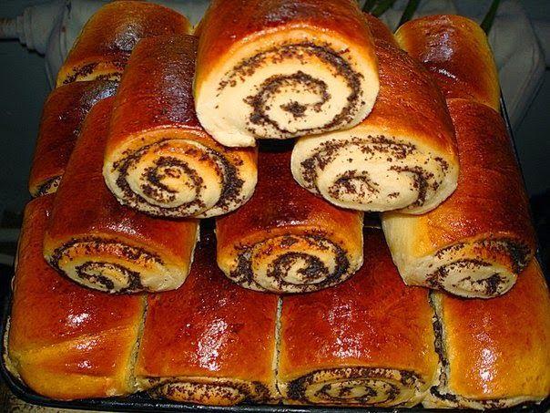 Lenten buns with poppy seeds - http://wonderdump.com/lenten-buns-with-poppy-seeds/