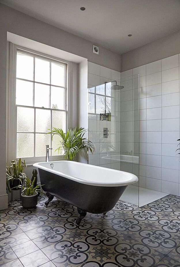 A Moody And Eclectic Georgian Home In London In 2020 Georgian Homes Edwardian Bathroom Georgian Interiors