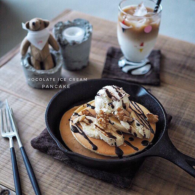 * 2018*3*14 * * 久々のパンケーキ⸜₍*̤̥͚₎⸝って言っても 冷凍してたのを忘れてたので アイスとバナナとチョコソースでトッピング↟⌂*↟⍋*↟⍋↟ * * スキレットは プレート変わり。乗せただけ。。 * * #二層コーヒー こちらも久々。 * * #おうちカフェ #うちかふぇ #スキレット #スビキアワ #クチポール #ロッジ #キクチジュンコ #日々の暮らし#foodstagram #tablephoto #tablestyling #tv_stilllife #onmytable #onthetableproject #IGersJP #ig_japan #ig_photooftheday #styleonmytable #mytablesituation  #instagramJapan  #residencepix #キナリノ _maple_life_ 2018/03/14 07:28:43