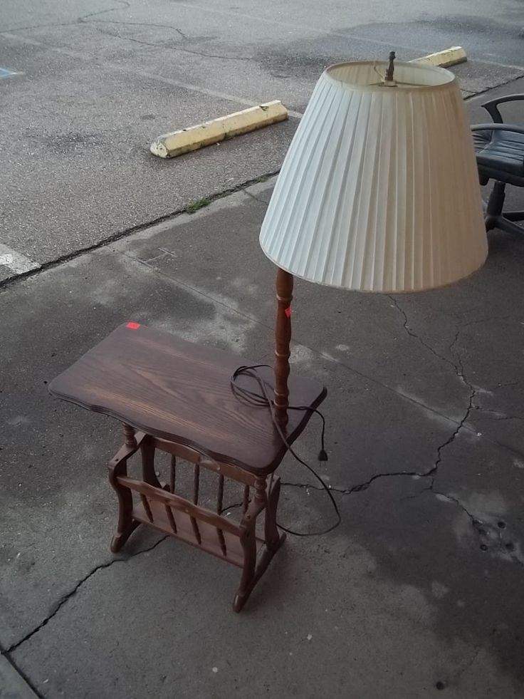 Wooden end table with lamp 9984