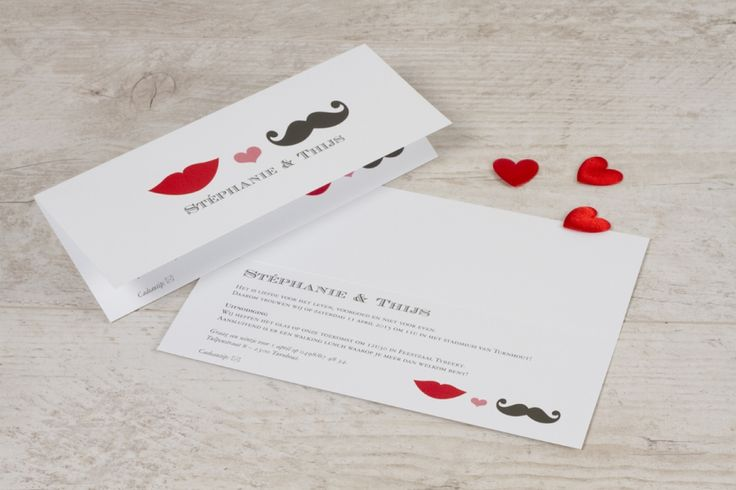 Speelse typografiekaart met lip en snor | Tadaaz