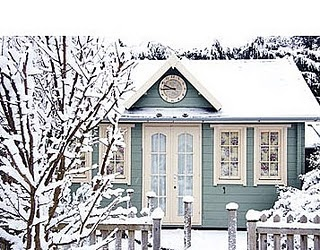 Omg....this reminds me of the little cottage we stayed at in Colorado when my hubby proposed to me.  Cute!