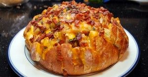 Cheddar Bacon Ranch Pull-Apart Bread Appetizer...holy crap that looks good!