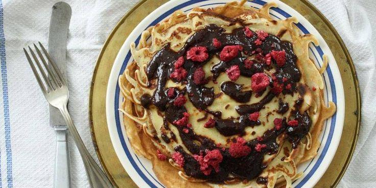 Pannekaker og tips til hvordan pannekakerøre lages og hvordan pannekaker stekes.