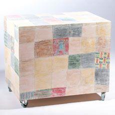 Vyřezávaný malovaný box na hračky