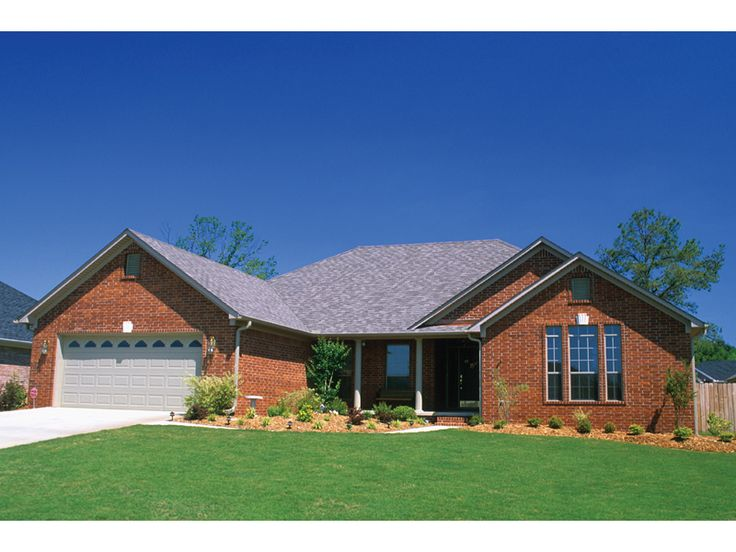 Best 25 brick ranch house plans ideas on pinterest for Traditional brick homes