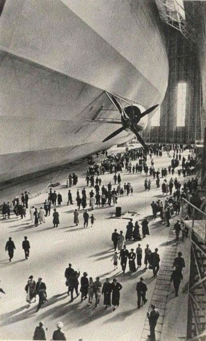 Airship Hall with passengers boarding the Graf Zeppelin LZ 127, 1936.