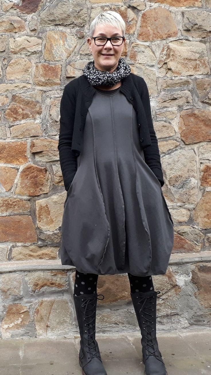 die besten 25 kleider stiefel ideen auf pinterest boot outfits winter outfits und pullover. Black Bedroom Furniture Sets. Home Design Ideas