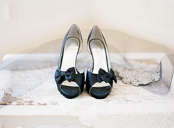 Heiraten in Schwarz! Tipps zum schwarzen Brautkleid und der Deko | Friedatheres