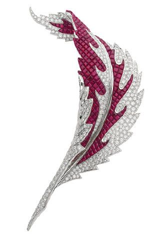 """The Museum of Contemporary Art in Shanghai - MOCA Shanghai, will be hosting """"Van Cleef & Arpels, Timeless Beauty"""", a heritage exhibition, from 20th May to 15th July 2012."""