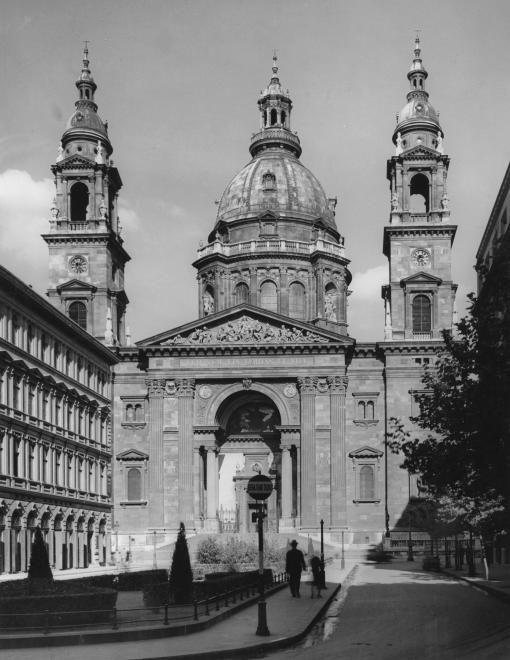 Szent István tér, Szent István-bazilika (Ybl Miklós, 1906.).