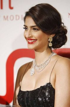 A perfect hairstyle to have with #christainwhiteweddingsaree and I imagine a veil will how well with it too!