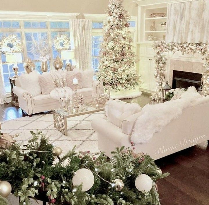 I would kill to have a white livingroom!!!  Who am I kidding, I want an all white house....so far, it's just my bedroom 😣