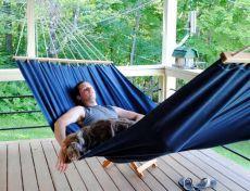 Самодельный гамак с интересным плетением подвесов-держателей на кольце