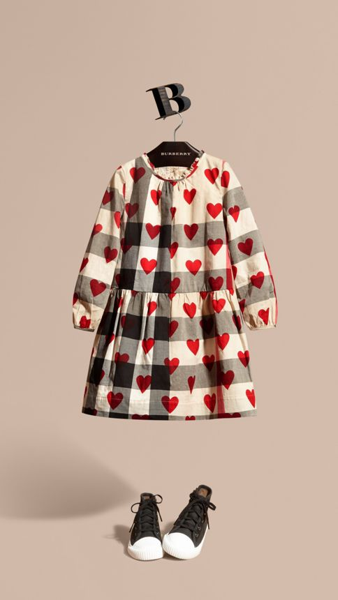 A long-sleeved tunic Burberry dress in lightweight check cotton with a heart print. Perfect for parties and daytime dressing.