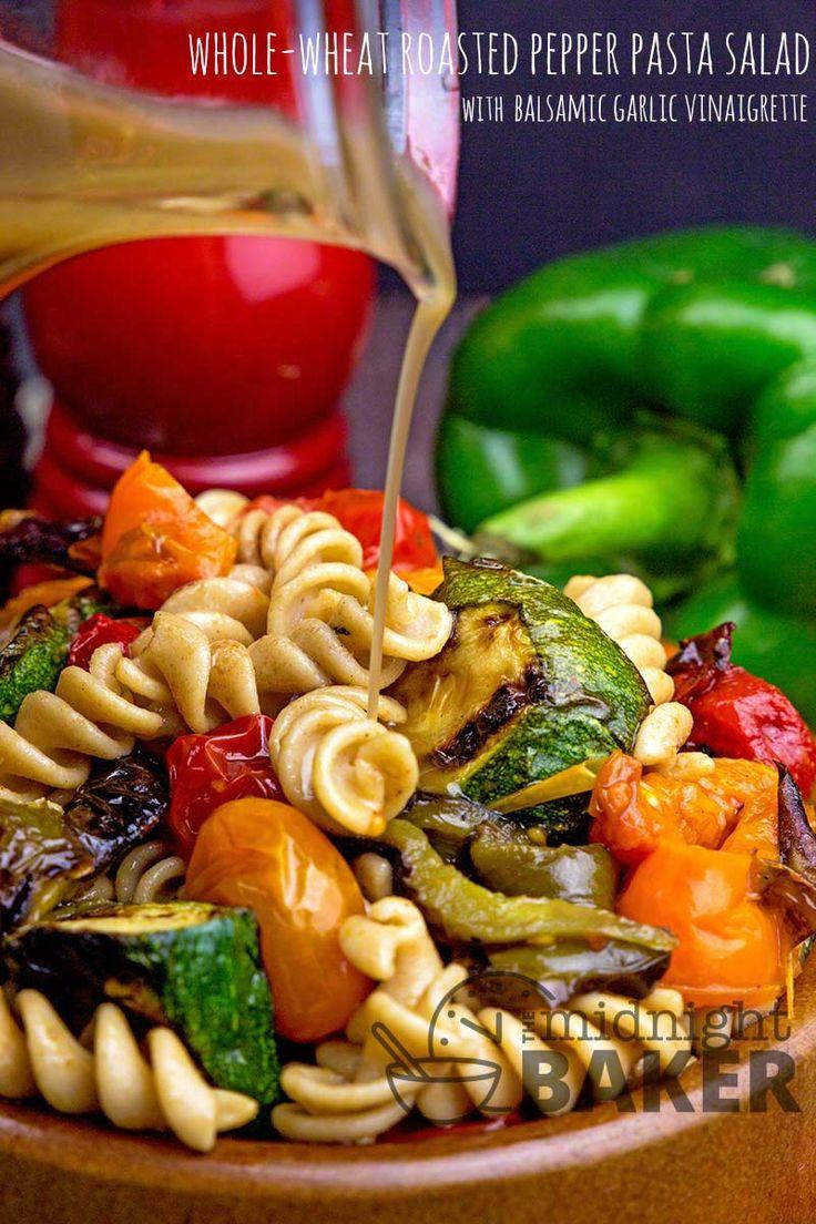 Nudelsalat aus Vollkornbrot mit gerösteten Paprikaschoten und anderem Gemüse mit …   – Food