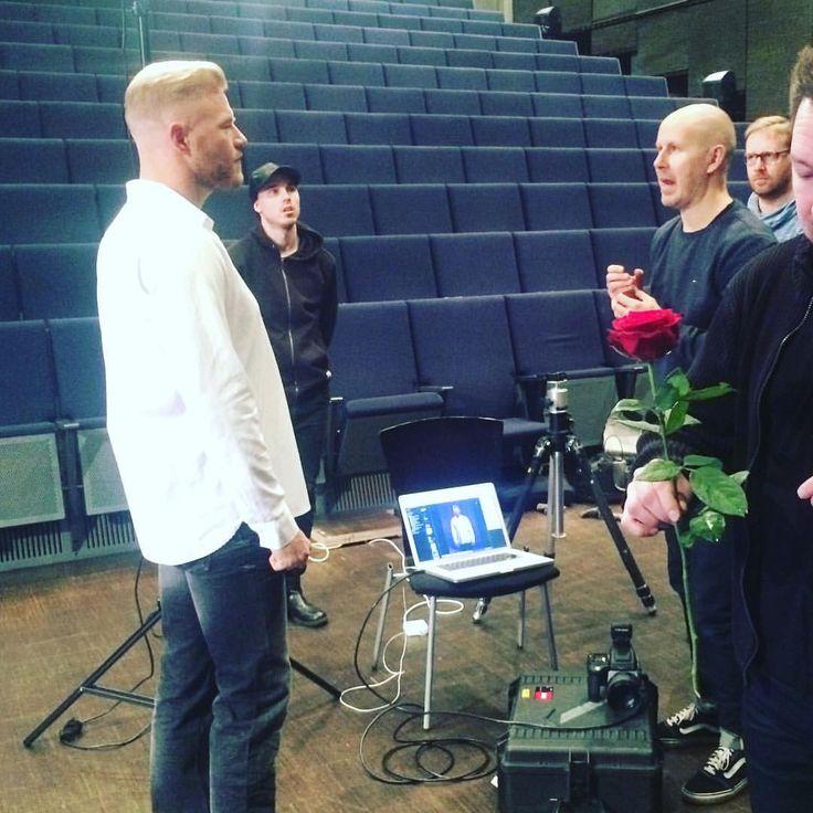 @jiitone eli #Bachelor Juha ja valokuvaaja #numinummelin #bachelorsuomi #tositarkoituksella #markkinointikuvaukset #livtv #marketing #behindthescenes #finland