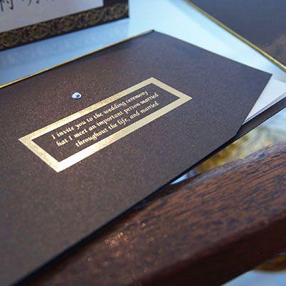 【クラシック招待状】シンプルですが存在感のある結婚式招待状、高級な輸入紙にクリスタルビーズが似合います
