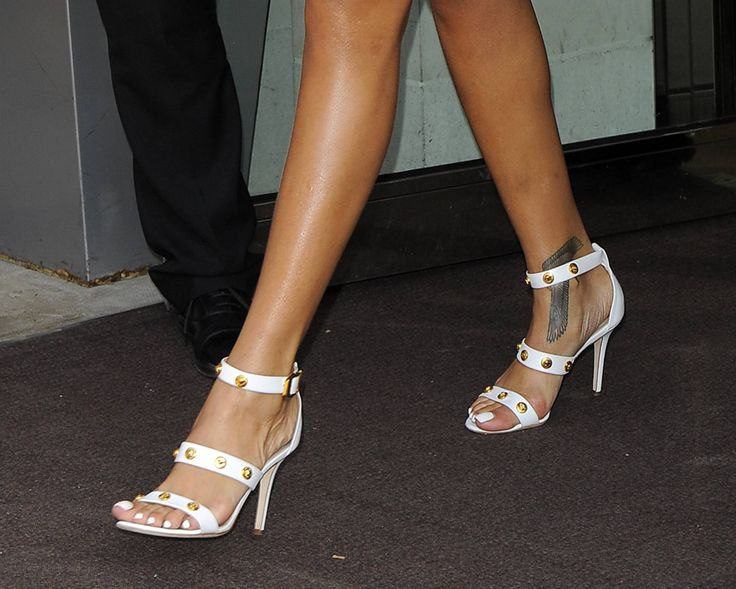 Rihanna Toes: 17 Best Images About Rihanna Feet On Pinterest