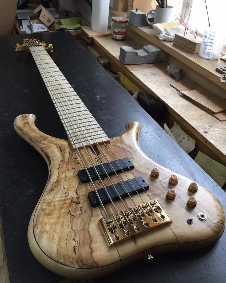 Gerald Marleauxさん(@marleaux_bassguitars)のInstagramアカウント: 「6-String Consat Custom with maple neck #marleaux #marleauxbassguitars #bass #bassguitar #bassplayer…」