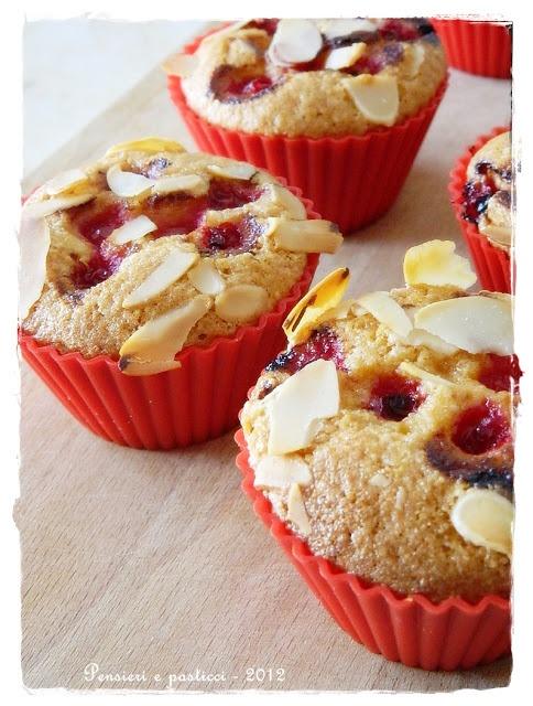 pensieri e pasticci: Muffins di mais, mandorle e ribes (senza glutine)