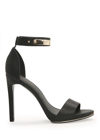 Sandały z paskiem i metaliczną aplikacją