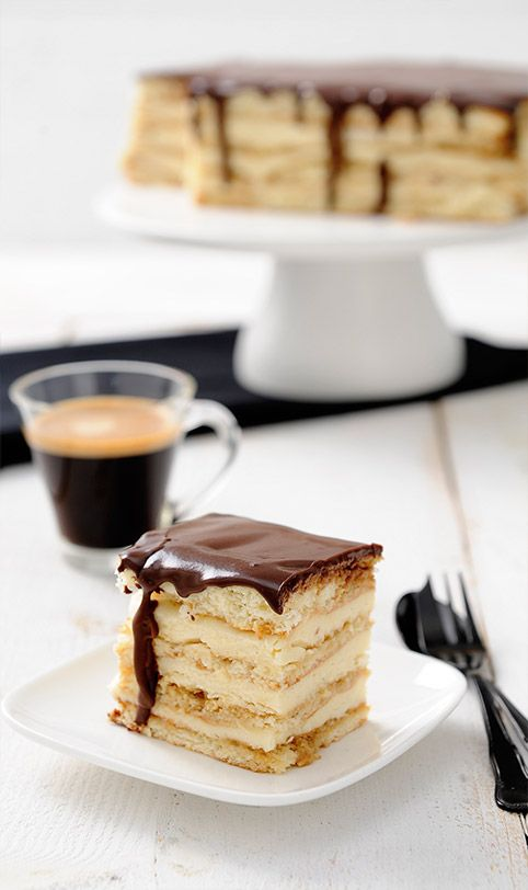 Om je vingers bij op te eten zo lekker is de perfecte Boston Cream Pie! Kijk voor het recept snel op http://magazine.lorespresso.de.nl/the-perfect-edition/do-it-yourself