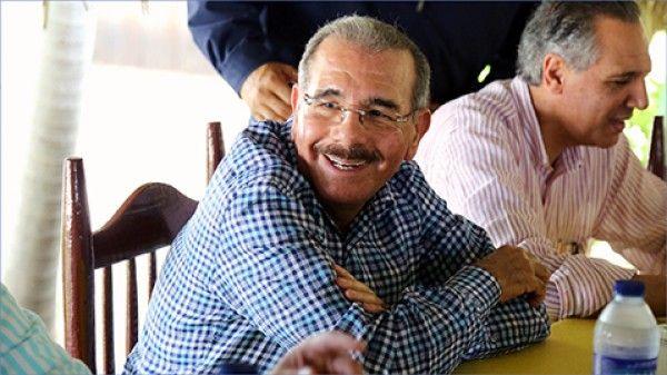 Presidente Medina autoriza créditos a ganaderos, productores de alcaparras y de conejos de Montecristi