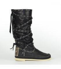 My favorite boots. I bought them in Spain. Hector Riccione - indianino lacci en negro