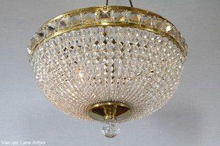 Plafonniere met kralen 25870 bij Van der Lans Antiek. Meer kristallen lampen op www.lansantiek.com