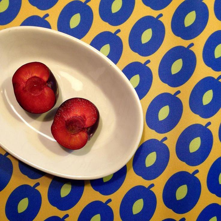 #autumn #plum #waterproof #fabric #fabrics #stoff #wasserabweisend #kivibag #sandwichbag #bunt #pflaumen #design #colorful #jelow #blue #kivibag #lunchbags #zipperbags #sandwichbags #rausable #fabrics