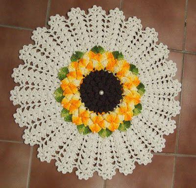 OS CROCHES DA ELSA: Tapete e Jogo de Banheiro com Flor Mega Girassol