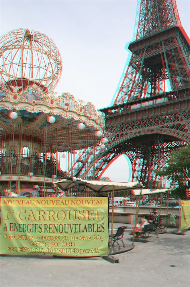 If you visit the Eiffel Tower in Paris, you can't help but notice the beautiful old carousel across the road. It really adds to the experience. You can see it life sized on 3DPhotoExplorer.com