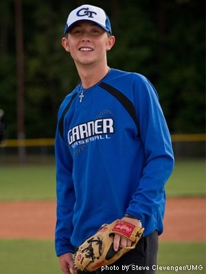 Scotty McCreery to Go Back to Baseball After Tour Ends - Country Weekly