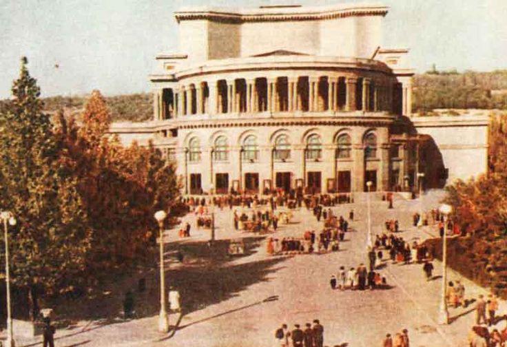 Экскурсии в Ереване Экскурсии в Ереване. Kомпания Armenian-Tourism предлагает. Обзорная экскурсия по Еревану. Экскурсии Музей Эребуни, Экскурсии Цицернакаберд, Экскурсии Матенадаран, Туры в Ереван, Лучшие цены.Тел.+7(965)088-77-55,Тел.+374(55)21-11-25.