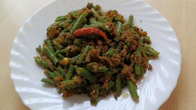 fazuľové struky so sézamom a kurkumou