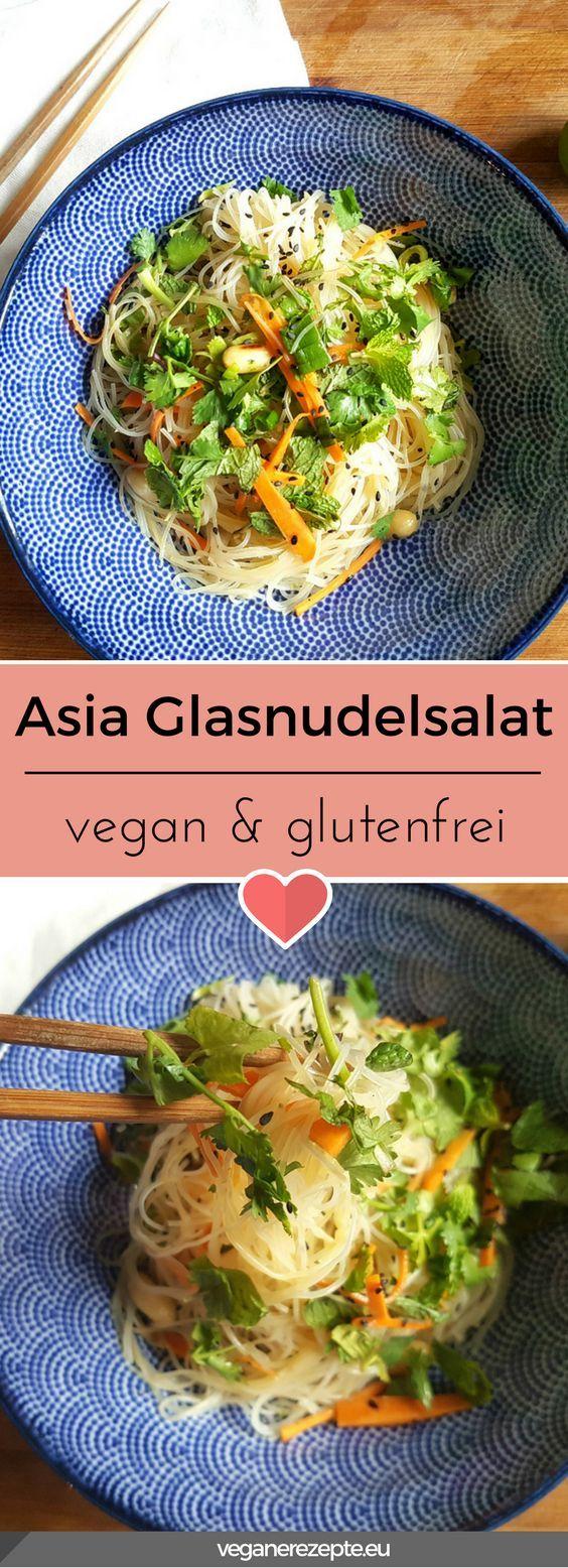 Asiatischer Glasnudelsalat mit frischen Kräutern. #glasnudeln #glasnudelsalat #asia #asiatisch #vegan #glutenfrei #frisch #gesund #lecker #rezept