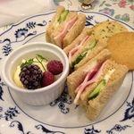オールド・ローズ・ガーデン - サンドイッチ&クッキー&アイスクリーム(アフターヌーンティーセット下段)
